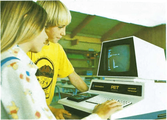 Estos niños aprenden a usar el ordenador electrónico para resolver problemas.