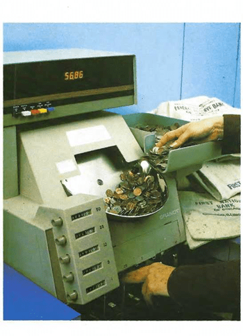 Muchos bancos y tiendas utilizan máquinas para contar cantidades grandes de monedas.